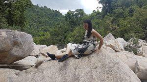 Super Grip bieten leguanos beim Klettern auf den Karstfelsen von Ninh Binh
