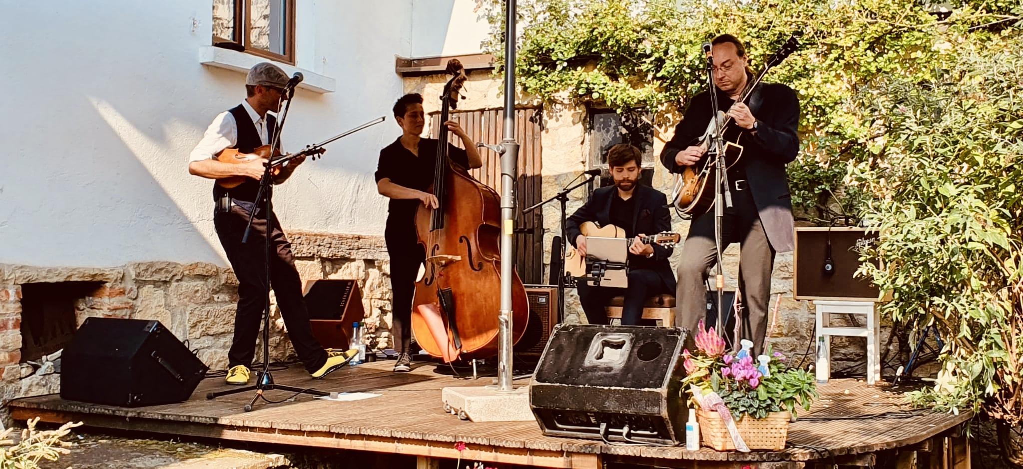 leguano Barfußschuhe auf der Bühne